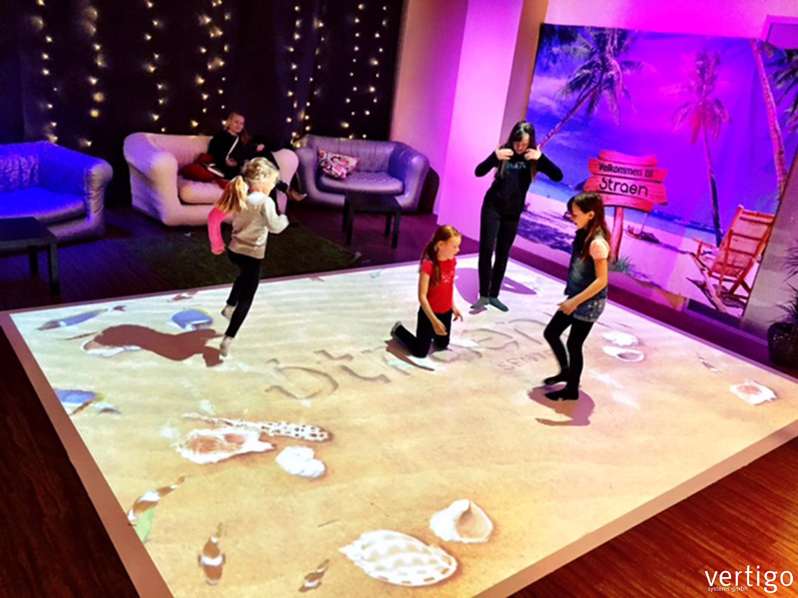 living floor - interactive floor projection | vertigo