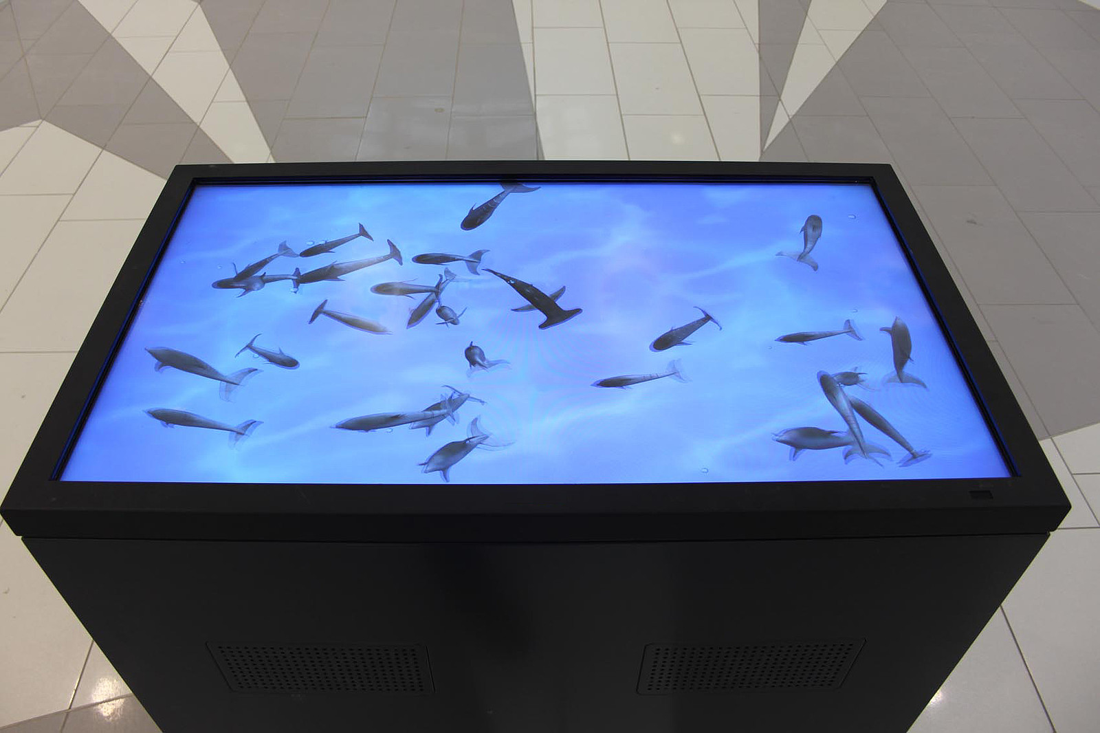 touchtable with safety glass ready to be operated in public space