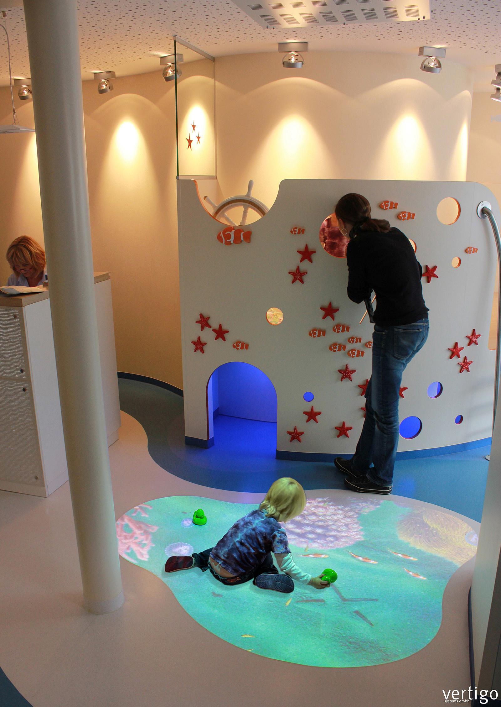 Living aquarium life like virtual fish tank vertigo for Boden aquarium